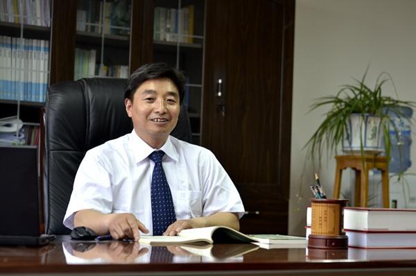 秦越华:党委副书记