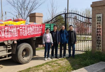 【凤凰新闻】送物送技到地头——江苏花卉产业技术体系
