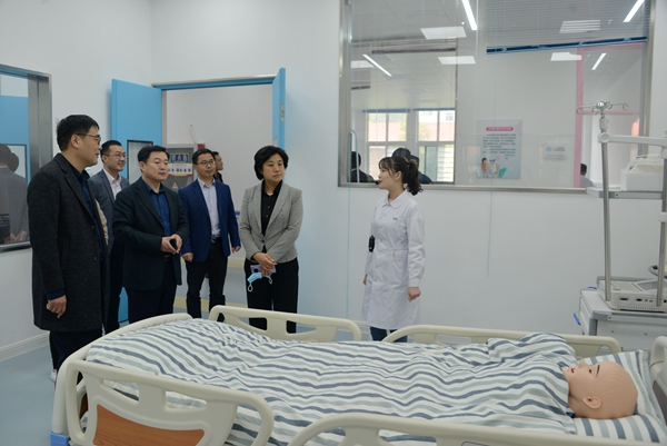 """李燕副市长来我校开展""""五一""""节前安全检查工作"""